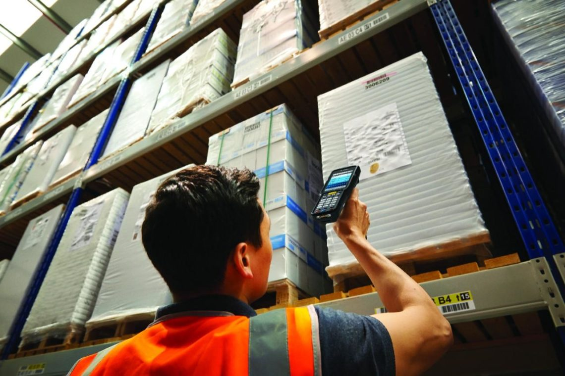 MC3300 Data Capture - Scanning in a Warehouse