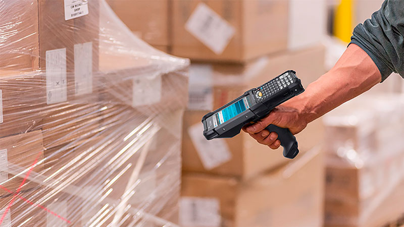 The MC9300 Scanning Barcodes Cardboard Boxes